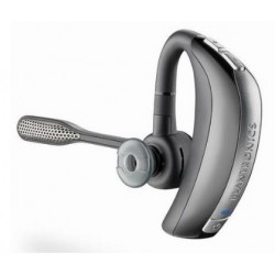 iPhone 4 Plantronics Voyager Pro HD Bluetooth headset